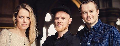 BLÅTONER: INgrid Olava, Lewi Bergrud og Knut Anders Sørum spiller dobbeltkonsert i Lunner kirke. Pressefoto.
