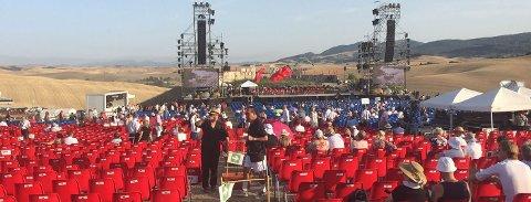 Stillhetens teater før konserten med Andrea Bocelli tar til.