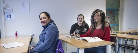Håpefulle: I mai skal Almira Cejvanovic, Akinyi Eriksen og Elvane Tepeku ta den obligatoriske prøven i norsk. De håper å oppnå like gode resultater som fjorårets elever på Fredrikstad Internasjonale skole.