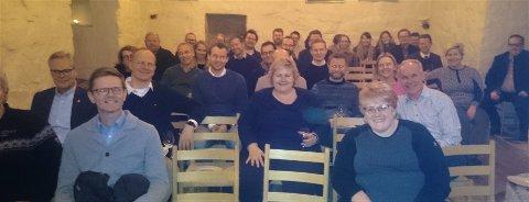 HYGGELIG KVELD: Alle som deltar i regjeringsforhandlingene var samlet i Steinhuset torsdag kveld.