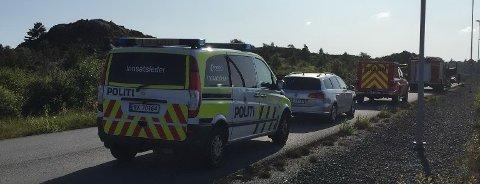PÅ STEDET: Nødetatene er på stedet etter trafikkulykken fredag ettermiddag.