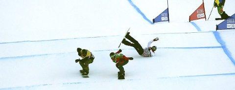 JEVNT: KIF-gutten Herman Møller Svendsen (t.v.) taper for tsjekkeren Matous Koudelka like før målstreken i det første av fem heat i Hafjell.Foto: ole john hostvedt
