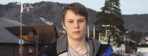 Fra hobby til bedrift: Eskil Sørfosbog(16) fikk datakunnskaper tidlig. Nå bruker han de til å hjelpe andre.