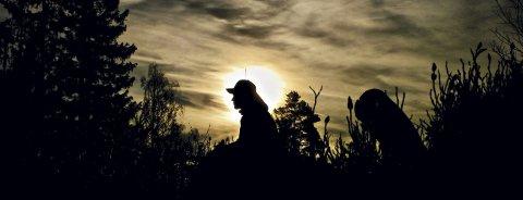 Tar tid: Det er tidlig på morgenen når jegerne drar på jakt. Ting tar ekstra lang tid når det ikke skjer noe.