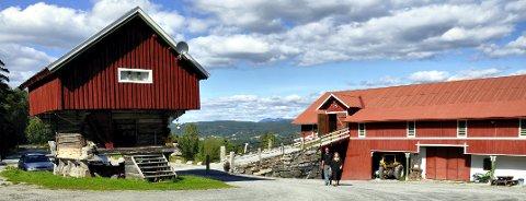 TUNET: Ragnhild Kleppen Haaberg og Ole Haaberg etablerte Hustveitlåven som selskapslokale og konsertarena, og dette er nå overtatt av sønnen John Olav.