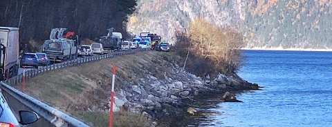 En kvinne er bekreftet omkommet etter at en bil ble funnet i sjøen i Øksendal i Sunndal. Leserfoto