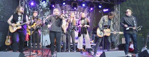 Support: The Jennises spilte med The Drunken Sailors under Byfesten 2018. Foto: Rune Stabbforsmo