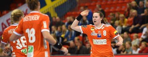 STORSPILTE: Ingvild Krstiansen Bakkerud (t.h.) scoret 11 mål for Odense, da de tapte knepent for Györ i kvarfinalen i mesterligaen.