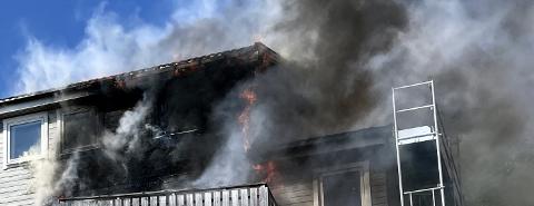 BRANN: Flere beboere evakuerte seg selv. Rundt klokka 11, torsdag ble nødetatene varslet om brannen.