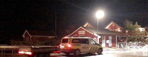 Det er observert flere politibiler på Søndre Sandøy torsdag kveld.