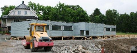 """Paviljong eller brakke?: Kommunen vil skaffe barnehageplasser ved hjelp av brakker, eller """"barnehagepaviljonger"""", slik som de gjorde på Skoklefall i 2007 (bildet)."""