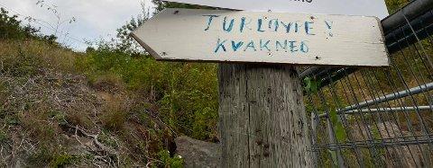Et håndskrevet skilt som varslet om omlegging av turvei vakte oppsikt i Kilsund. Nå viser det seg at det bare er en midlertidig løsning.