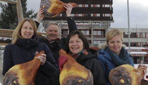 Skinkefest: – Maten skal stå i fokus. Det skal lukte skinke fra Jutulhogget til Røros. Det blir mye å smake på og godt drikke, men vi er opptatt av å lage en folkefest med en seriøs ramme uten flatfyll og utriveligheter, sier Merete Myhre Moen, Geir Inge Høistad, Eli Riset og Gro Røsten Oldertrøen.foto: Kjetil Svanemyr