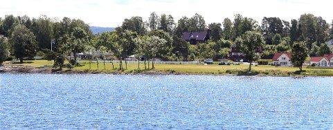 SKJULT STRAND: Det er dette friluftsområdet, her sett fra Hvalstrand bad, som Konglungen vel nå ønsker å bygge sandvolleyballbane og Tuftepark på.