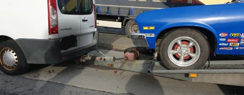 Tilhengeren manglet bremser, og det førte til at et rustent tilhengerfeste knakk da Statens vegvesens kontrolllører foretok en oppbremsing i sakte fart på Sokn.