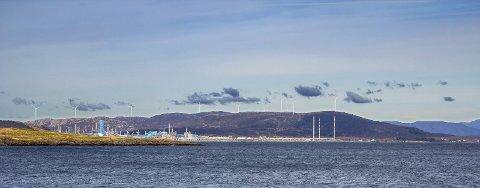 Slik vil de planlagte vindmøllene til Tysvær Vindpark se ut sett fra Boknafjorden når anlegget står ferdig neste år.