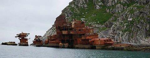 STRANDET: Krysseren Murmansk lå strandet like utenfor Sørvær på Sørøya fra 1994 til den ble fjernet i 2012.