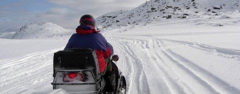 UTVIDET SKUTERSESONG: En rekke skuterløyper i Finnmark har fått forlenget åpning som her i Stabbursdalen i løypa fra Neiden til Bugøyfjord.