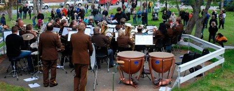 For ti år siden var Kabelvåg Musikkforening også vertskap for Nord-Norsk Musikkstevne, den gang man feiret 35-årsjubileet. Her fra konserten i Fengselsparken.