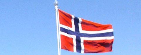 FLAGGET TIL TOPPS I NÆRØYSUND: Formannskapet vedtok onsdag at det skal flagges på alle flaggstenger ved alle offisielle flaggdager.