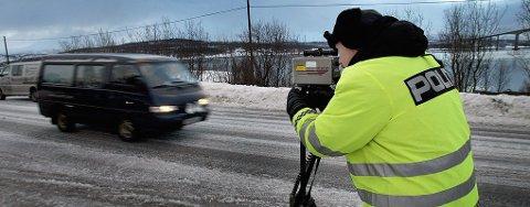TATT: En 22 år gammel kvinne ble målt til 131 kilometer i timen i snitt på E8. Nå er hun dømt til samfunnsstraff i Nord-Troms tingrett.