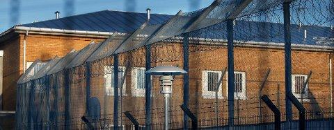 FANT FLERE AVVIK: Fylkeslegens gjennomgang fant flere avvik ved Bodø fengsel. Nå har eksadvokaten inngått forlik med Bodø kommune og den kommende rettssaken er dermed avlyst.
