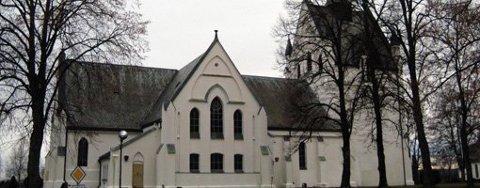 Det var tekniske problemer som utløste den automatiske brannalarmen i Eidsberg kirke klokken 04.17 fredag.