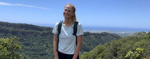 Student: Maren Fedje Kvam frå Tyssedal trivst som student på Hawaii, men saknar vener og familie. Etter nyttår reiste ho tilbake til øya, etter å ha vore heime eitt semester som følge av coronapandemien.foto: Privat