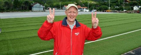 PÅ hjemmebane: John-Magnus Gjelle er «manager» for Knausen FK, som holder til her på Svenningsletta stadion i Svolvær. Han håper å vinne tur til nye Wembley gjennom Tippemesterskapet i år. – Der burde jeg absolutt ha vært før jeg tar kvelden, ler Gjelle.Arkivfoto
