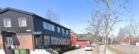 HOS HELSESTASJONEN: Gjerdrum legesenter har fått midlertidige lokaler i det gamle bankbygget midt i Ask sentrum.