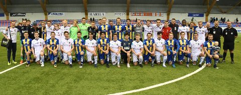 2018: Her er spillerne på Alta IF og Team Finnmark etter kampen i 2018.