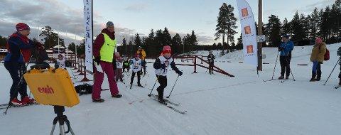 FULL FART: Ask Rilvaag legger ut i stor fart fra start i kongsbergmesterskapet i langrenn på Heistadmoen tirsdag kveld. ALLE FOTO: OLE JOHN HOSTVEDT