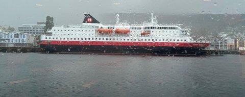 «Kong Harald» ligger onsdag til kai i Molde.