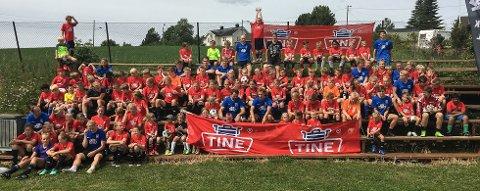 100 jenter og gutter var med på fotballskolen til Kolbu/KK sist helg.