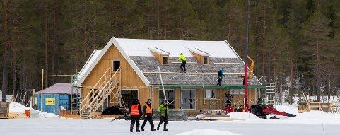 Hakadal/Nittedal  20190225. Ved Langvann i Nordmarka, på grensen mellom Oslo og Nittedal, oppføres det et hus som trolig skal benyttes i innspilling av en James Bond-film. Foto: Håkon Mosvold Larsen / NTB scanpix