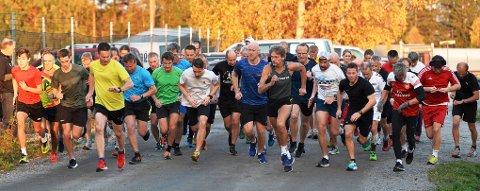 MANGE: Det var mange løpere på startstreken i Torsdagsløpet også denne uken.