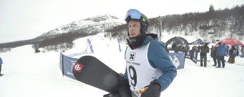 KJØRER IGJEN: Stian Sivertzen kjørte NM i brettcross fredag i regnværet på Hovden.foto: ole john Hostvedt