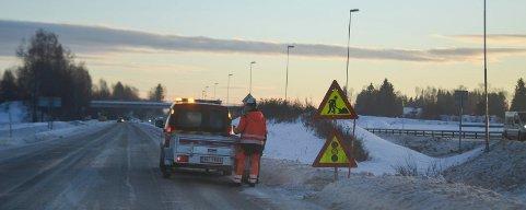 Det blir satt opp trafikklys i Furnesvegen, fylkesveg 84 tirsdag