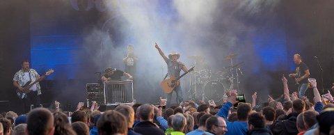 Gunslingers skapte stor stemning da de stod på scenen torsdag kveld.