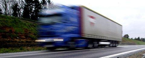 432 kjøretøy fikk gebyr for dårlige dekk eller manglende kjetting i Østfold fjor