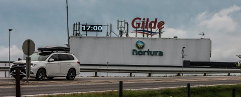 """KLOKKA GÅR IGJEN: """"Gilde-klokka"""" er på plass på Alvim."""