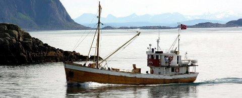 Råteskade: Vågan kystlag sin verna jakt «Anne Bro» ses her på vei inn til Kabelvåg. Nå står skipet på slipp hos Blokken Skipsverft. Foto: Knut Johansen