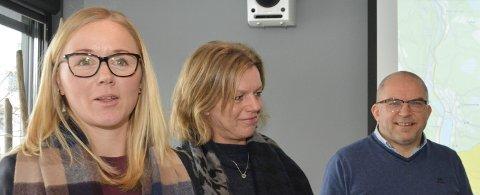 RETAKSERING: Milena Løftingsmo, Laila Ramstad og Atle Ruud opplyste om de nye eiendomsskattetakstene på et møte med pressen i slutten av februar.