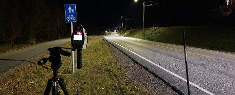 Her sto UP tirsdag kveld. For to unge sjåfører ble det et nokså ublidt møte med laseren.