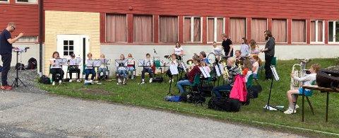 AVSLUTNINGSKONSERT: Valdres Junior Brass Band holdt en liten avslutningskonsert på Leira onsdag kveld.