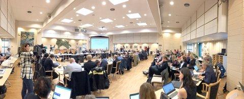 MYE FOLK: Mye skal ordnes når politikere fra tre fylker skal forme en ny fylkeskommune. Bildet er fra et tidligere møte i Fellesnemnda for Viken.