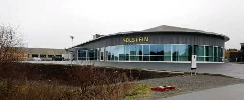 JULELUNSJ: 70 virksomhetsledere og avdelingsledere innen helse og omsorg i Karmøy kommune møtes til julelunsj på Solstein onsdag. Det reagerer ansatte på.