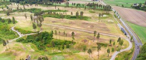 UVISS FRAMTID: Golfbanen ved Hvam videregående skole har gitt mange mennesker med psykiske lidelser en bedre livskvalitet.Foto: Vidar Sandnes