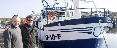 Kompanjonger: Thomas Bergquist (tv) og Hans Olav Helgesen er godt fornøyd med den nyervervede reketråleren Baluba etter å ha testet den ut på fiske en ukes tid. Den er stutt foran og butt bak, og gjør derfor bare 7 knop. Alle foto: Jan Erik Skau
