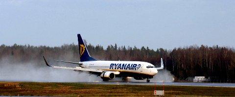 GLATT: To fly fra Ryanair måtte fly til Gardermoen på grunn av glatt rullebane på Torp.